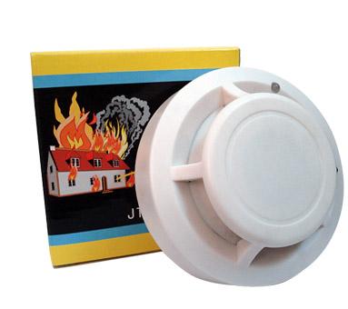 光电传感器,保证了高度一致性和稳定性 , 有效避免吸烟等引起的误报火