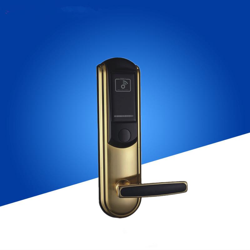从目前的市场来看,供酒店选用的智能电子门锁种类多样,如磁卡锁、IC卡锁、TM卡锁、感应卡锁和指纹锁等,酒店可根据自身的定位,从中选择适合自身特色的门锁。同时,酒店客房管理的观念也发生了质的变化,已从简单低级的客房安全防范管理,上升到系统高级的智能化管理的高度,酒店客房管理成为酒店整体管理不可或却的核心要素。 如果门锁选择不当,将会给酒店各方面造成很大的损失:形象信誉的不良影响、安全的隐患、管理的不便、维护成本的提高、整体费用的增加等等;如果门锁发卡系统不完善,发出的客人卡不能顺利开门,将给客人带来不顺的