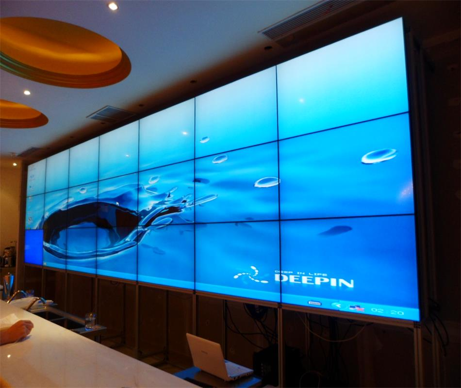 深圳贝赛尔生产弧形拼接墙落地机柜大屏幕液晶无缝拼接
