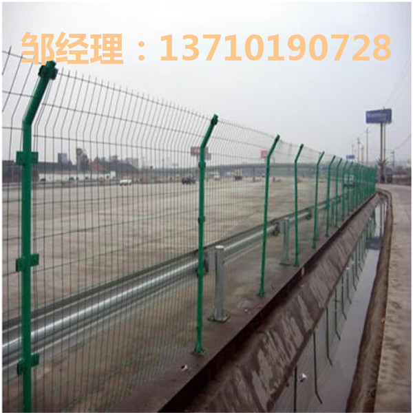 梅州沿河道路金属板网 广东桥梁隔离网厂家 清远球场护栏网批发