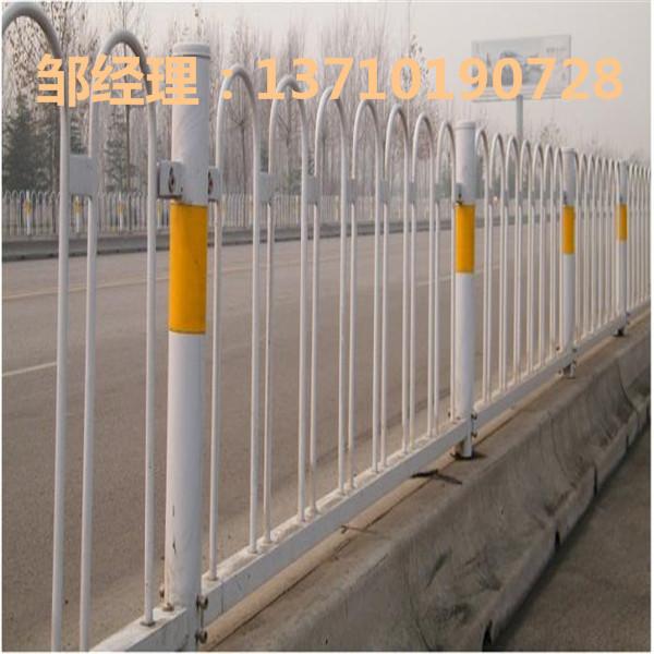 阳江市政公路栏杆批发 揭阳车道护栏厂家 深圳中央M型护栏订做