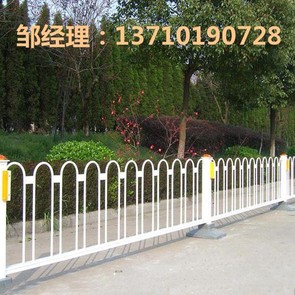 钦州马路防护栏热销 柳州公路护栏订做 贺州人行道分割栏图片