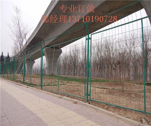 广州露天仓库浸塑网 深圳铁路荷兰网订做 东莞公路防护网图片