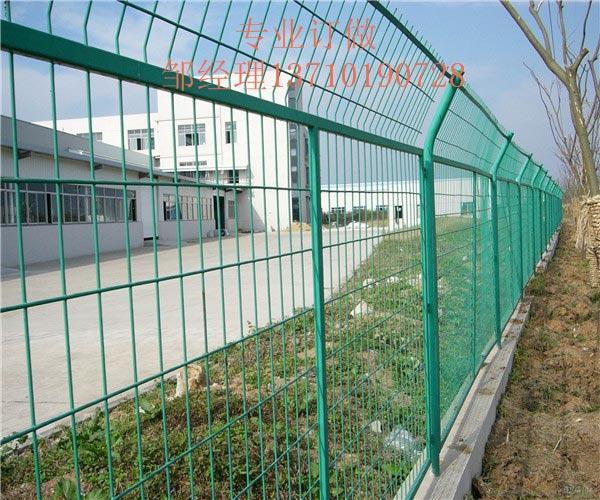 钦州马路隔离围栏网 柳州养殖防护网厂家 百色道路浸塑网批发