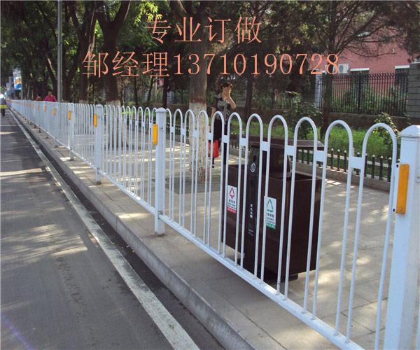 琼海乙型护栏厂家 澄迈马路防护栏热销 海口市政栏杆图片