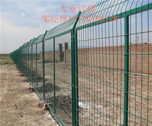 南宁养鸡场护栏网热销 广西果园铁丝网图片 北海江提浸塑网供应