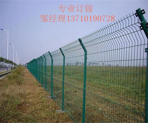 桂林桥梁隔离围栏网 钦州马路护栏网批发 柳州公路铁丝网厂家