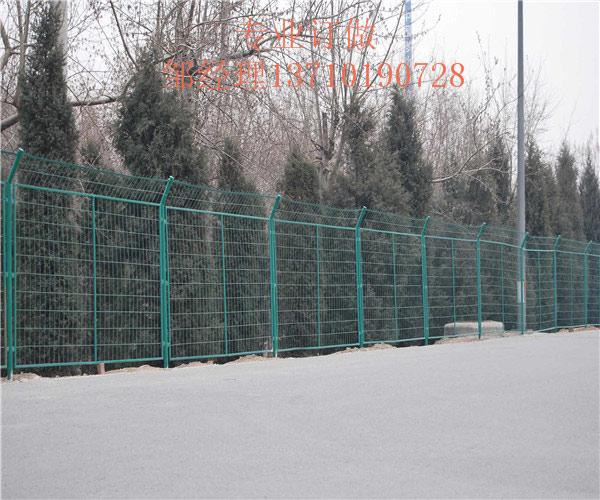 广东国道边框护栏网 圈地坡地铁丝网图片 韶关交通浸塑网厂家