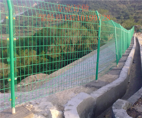 琼海圈地镀锌护栏网 澄迈山地浸塑网订做 海口公路围栏网供应