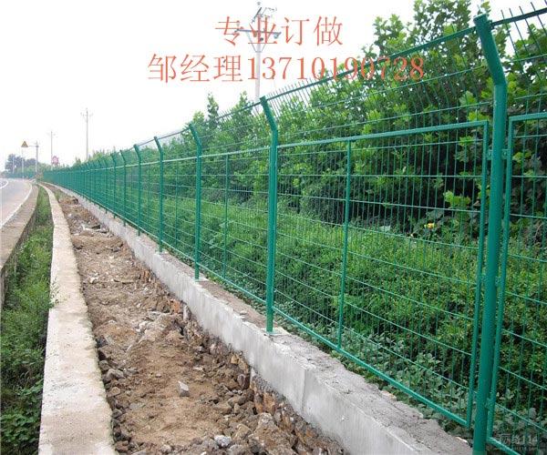 陵水鱼塘金属板网 文昌绿化带护栏网图片 三亚水塘浸塑网厂家