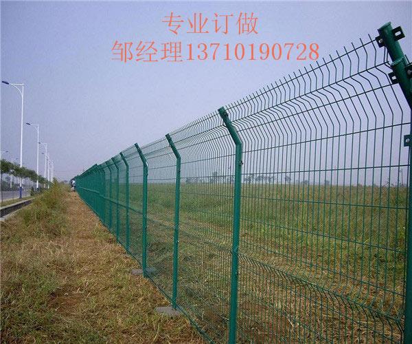 茂名草地框架护栏网 梅州园林防护网订做 广东鱼塘铁丝网图片
