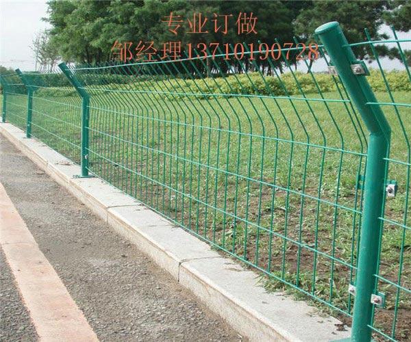防城港围山边框护栏网 南宁道路铁丝网厂家 玉林圈地隔离网热销
