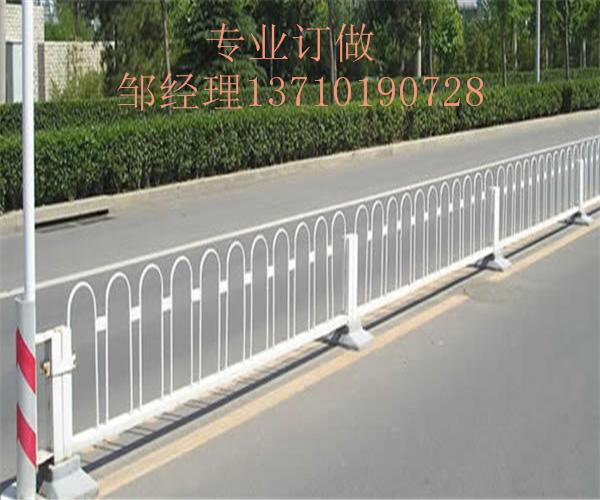 惠州马路防护栏订做 佛山甲型隔离栏图片 深圳人行道栏杆厂家