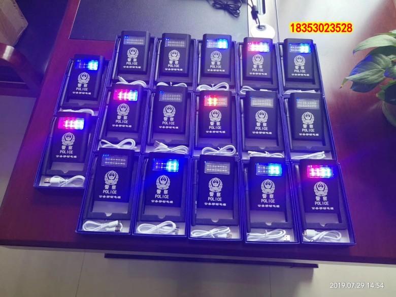 挂绳式设计交警充电宝交警移动电源